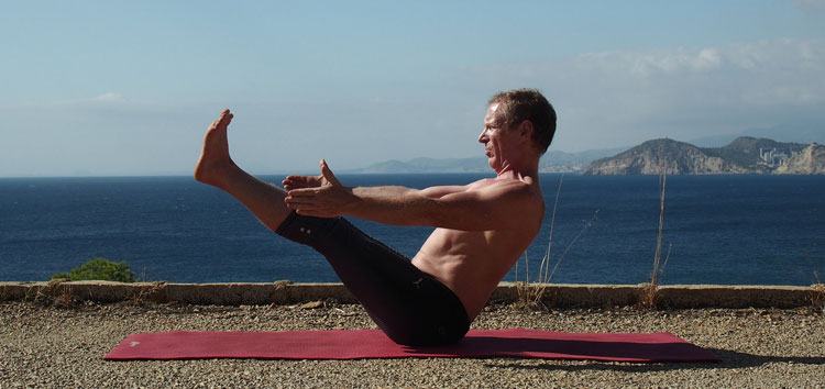 sup core strength boat pose